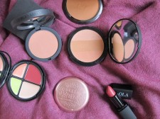 Pintalabios Lola make up, coloretes Armani, Stila, Guerlain
