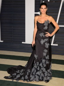 Angie-Harmon--2015-Vanity-Fair-Oscar-Party--09-662x894