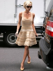 Victoria-Beckham-wears-lovely-Alaia-streets-NYC